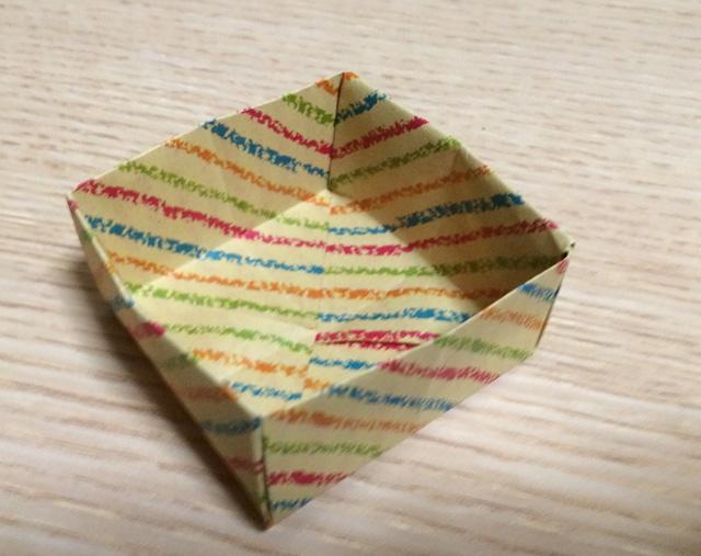 すべての折り紙 折り紙 箱 ふた付き 折り方 : ... で作るふた付きの箱の折り方