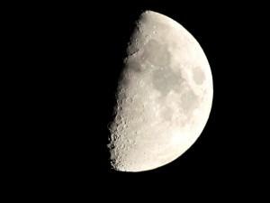 moon-381195_960_720