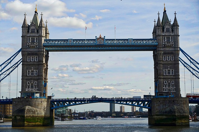 london-bridge-1121743_640