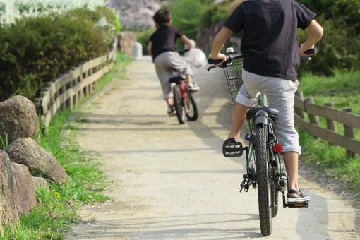補助輪なし自転車坂道で練習