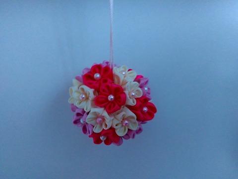 サテンリボンで作ったお花のくす玉